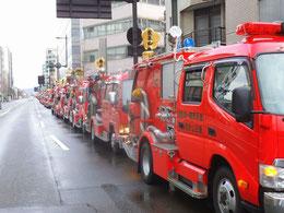 消防出初式出発