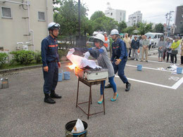 濡れシーツによる消火体験