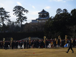 出初式前の金沢城公園