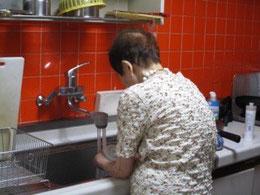 食器洗い担当の母(現在)
