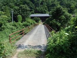 立派な自家用橋の先で・・・