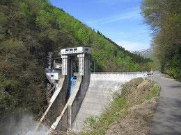 朝日鉱泉までのアクセス。木川ダム。
