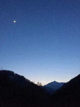 宵の大朝日岳もまた一興