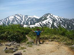 ▲鳥原山展望台より大朝日岳、小朝日岳をバックに。絶景です!