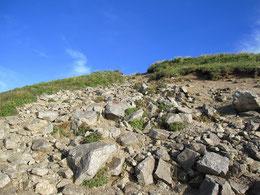 以東岳山頂付近の岩場