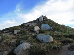 以東岳途中の松虫岩