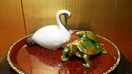 亀が右、鶴が左