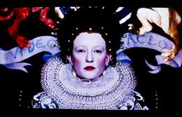 ケイト扮する白塗りエリザベス              「エリザベス」パンフレットより転載
