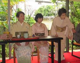 雪輪会の石村良子さん(右端)