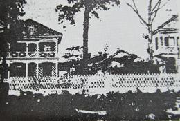 向って左がグリフィス館(当時)