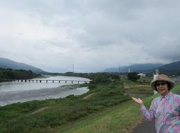 脇町の土手から吉野川上流を望む