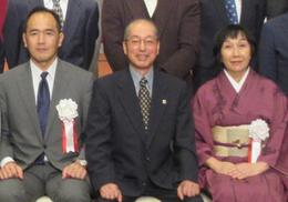 中央は実行委員長の宮瀬正明氏。      左は頼政忠氏。右は見延典子