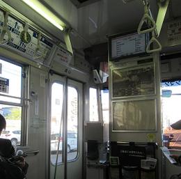 循環線として走る路面電車の車内