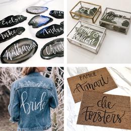 Handlettering Produkte, beschriftete Ringbox Fußmatte Jeansjacke Hochzeit Platzkarten