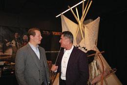 Geschäftsführer Florian Niffeler (links) und Produzent und Winnetou-Darsteller Tom Volkers. | Bild: Marion Wannemacher