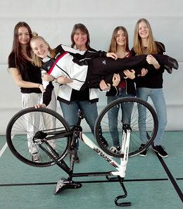 Sabine Tausch (vorn), Steffi Tausch, Fritzi Tausch (Trainerin), Lisa Mahr, Sabina Weltin - v.l.n.r.