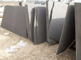 Bild 1:  Rohmaterial Lavasteinplatten