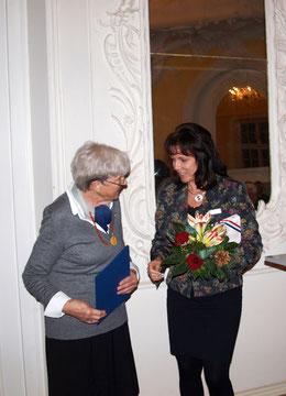 Heinke Heintzen (links) und Stefanie Ladwig, Landrätin des Kreises Plön