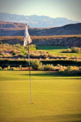 Fahnenstange auf Golfplatz