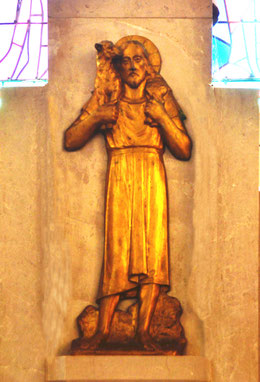 Le Bon Pasteur sur la porte du tabernacle de l'église de Sailly-Laurette