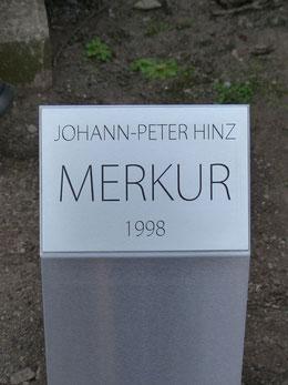 """Am 18. März 2015 wurde an der von Johann-Peter Hinz geschaffenen Plastik """"Merkur"""" vor  dem Gebäude der Harzsparkasse in Halberstadt eine Beschriftungstafel enthüllt.."""