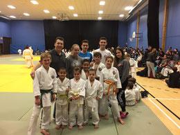 Le groupe d'athlètes du Seikidokan avec les entraineurs, bravo à tous pour votre beau travail.