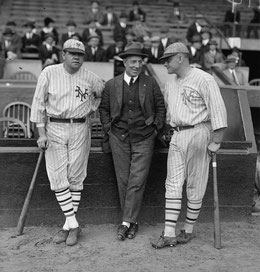 Nella foto da sx Babe Ruth, Jack Dunn e Jack Bentley