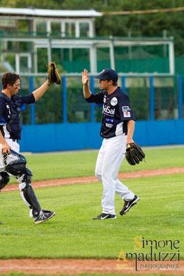 Nella foto Filippo Crepaldi si congratula con il ricevitore Marco Sabbatani