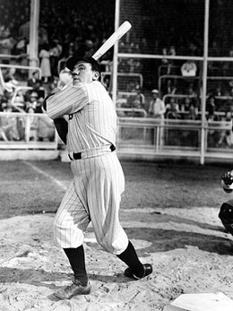 "Nella foto l'attore William Bendix interpretata Babe Ruth nel film del 1948 ""The Babe Ruth Story"""