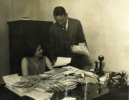Margaret  Donahue con il Presidente dei Cubs William Veeck (foto da thenationalpastimemuseum.com)