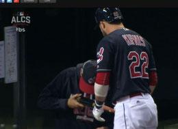 Nella foto Kipnis si fa baciare la mazza da Terry Francona (MLB.com)