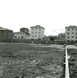 Nelle foto si vede il campo di Via della Grazia ancora in costruzione, ma con la opprimente rete di protezione di casa base.