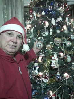 Nella foto Frankie Russo in stile natalizio