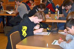 Noah Rodwald bei der schriftlichen Prüfung