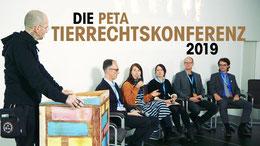 Moderator Dr. Mark Benecke auf der 3. PETA Tierrechtskonferenz in Berlin