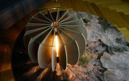 Holz Salontisch mit Licht auf Teppich