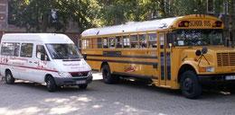 Jugendbus Einstein neben dem Stadtjugendring Sprinter auf dem Freizeithaus-Parkplatz - Foto: Tageblatt