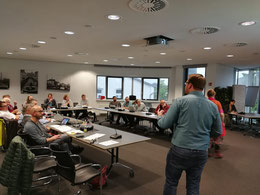 Vor der Diskussion zur Jugendbeteiligung stellte der SJR-Vorsitzende Achim Biesenbach die Arbeit des SJR vor - Foto: SJR