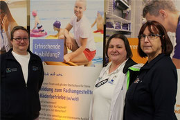 Kathrin Müller, Fachangestellte für Bäderbetriebe, Schwimmmeisterin Wiebke von der Heyde und Personalfachkauffrau Brigitte Hauschild (von links) informieren über die Ausbildungsberufe der Stadtwerke Buxtehude.