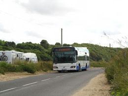 Volvo 7700 restylé du réseau Keolis Saint-Malo Agglomération engagé sur la ligne 8 et vu au niveau du fort Du Guesclin alors qu'il se dirige vers Saint-Méloir des Ondes.