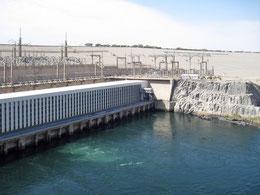 Teil des Assuan-Staudamms | Quelle: Olaf Tausch [CC BY 3.0]