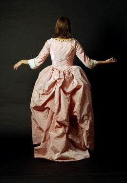 Roséfarbene Robe à la Polonaise, Nina Möller. Foto: Peter Lochmann