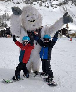 cours d'enfant snowboard, apprendre et découvre le snowboard,