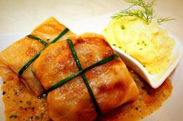 Russische küche rezpte rouladen Kohl selber zubereiten sauce sahne Original Traditionell