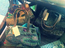 Schöne Taschen und Schmuck im Ethno-Stil findet ihr im Senibali (Klick aufs Bild)