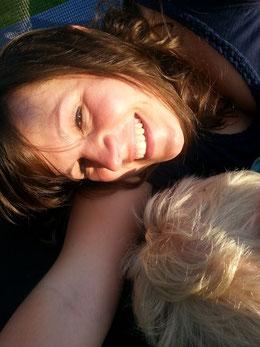 Auf dem Trampolin mit meinem Patenkind.