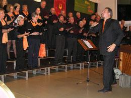 Der Frauenchor Nordheide und der Nordheide-Chor bei einem gemeinsamen Lied