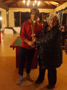 Antonella Diletti premia il vincitore Claudio Panebianco
