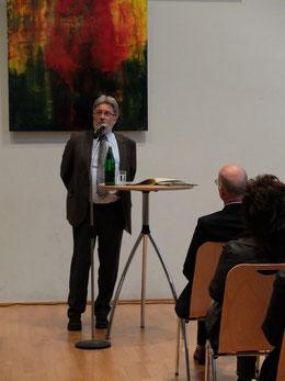 Anton Rütten im Pfarrsaal von St. Ursula