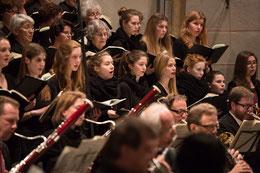 Chor und Orchester in Aktion. (Foto: M. Pietrek)